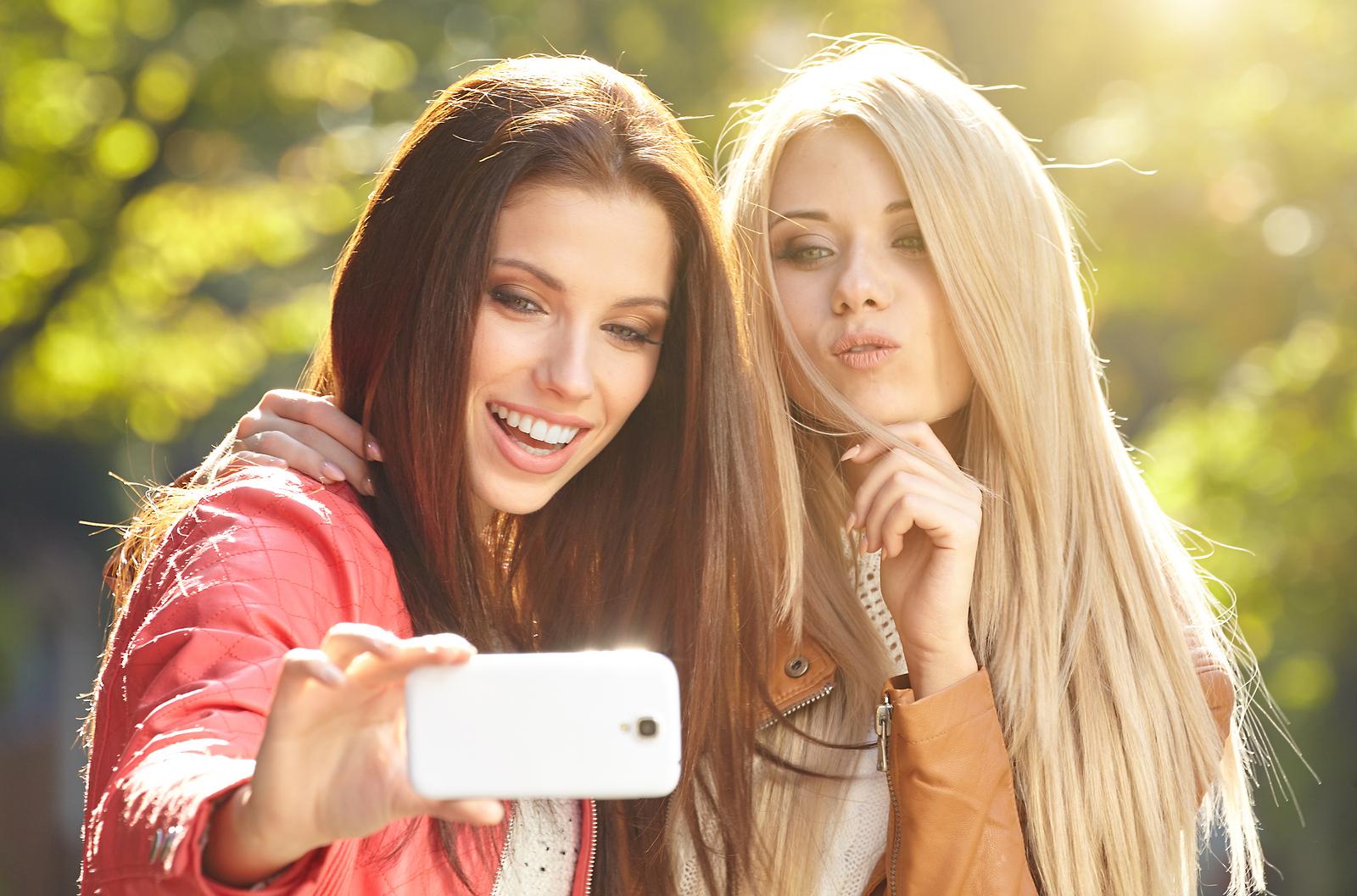 【自撮りを意味する英語】Selfie(セルフィー)の意味と正しい使い方 「relfie」
