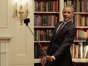 heres-president-obama-playing-with-a-selfie-stick