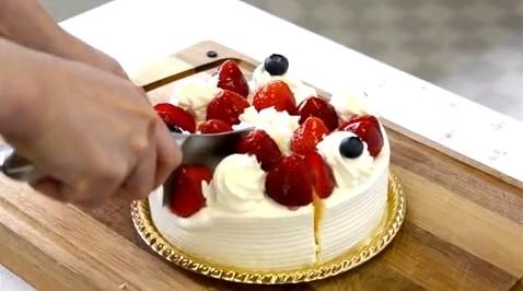 【楽勝!朝飯前を意味する英語表現6選】It's a piece of cakeの意味と使い方