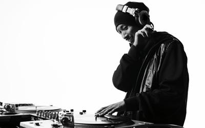 DJ MAKIDAI(EXILE)PKCZ(ピーケーシーズ)